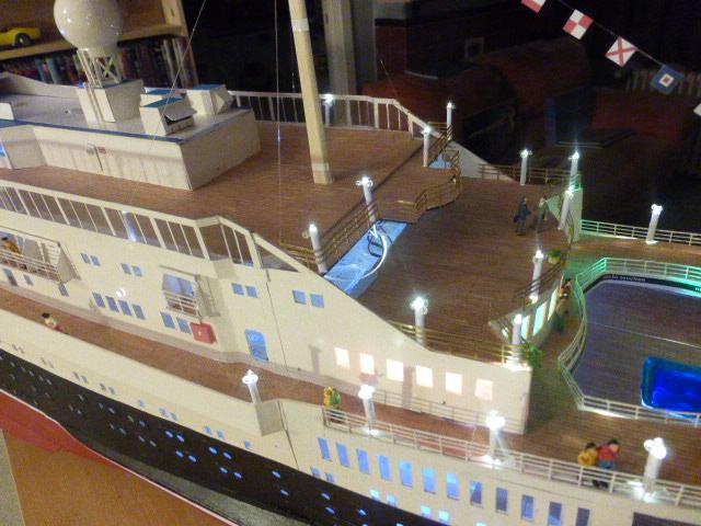 Paquebot MS Astoria au /100 ème modèle en bois et carton  - Page 3 P1020955