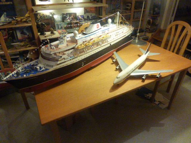 Paquebot MS Astoria au /100 ème modèle en bois et carton  - Page 3 P1030010