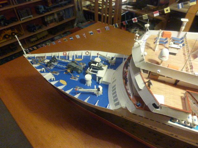 MS ASTORIA modèle réduit en carton et bois 1/100 ( suivant doc web ) P1030017
