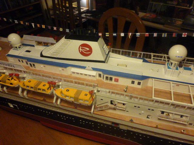 MS ASTORIA modèle réduit en carton et bois 1/100 ( suivant doc web ) P1030028