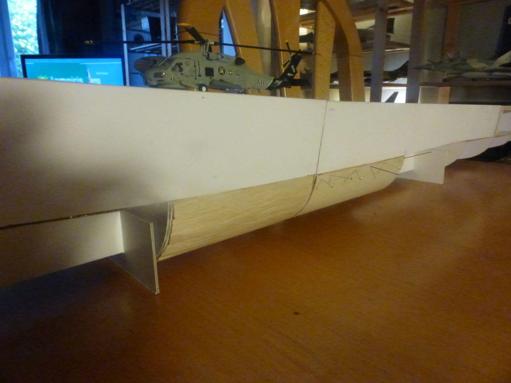Frégate US Navy FFG... en bois et carton ech 1/100 P1030136