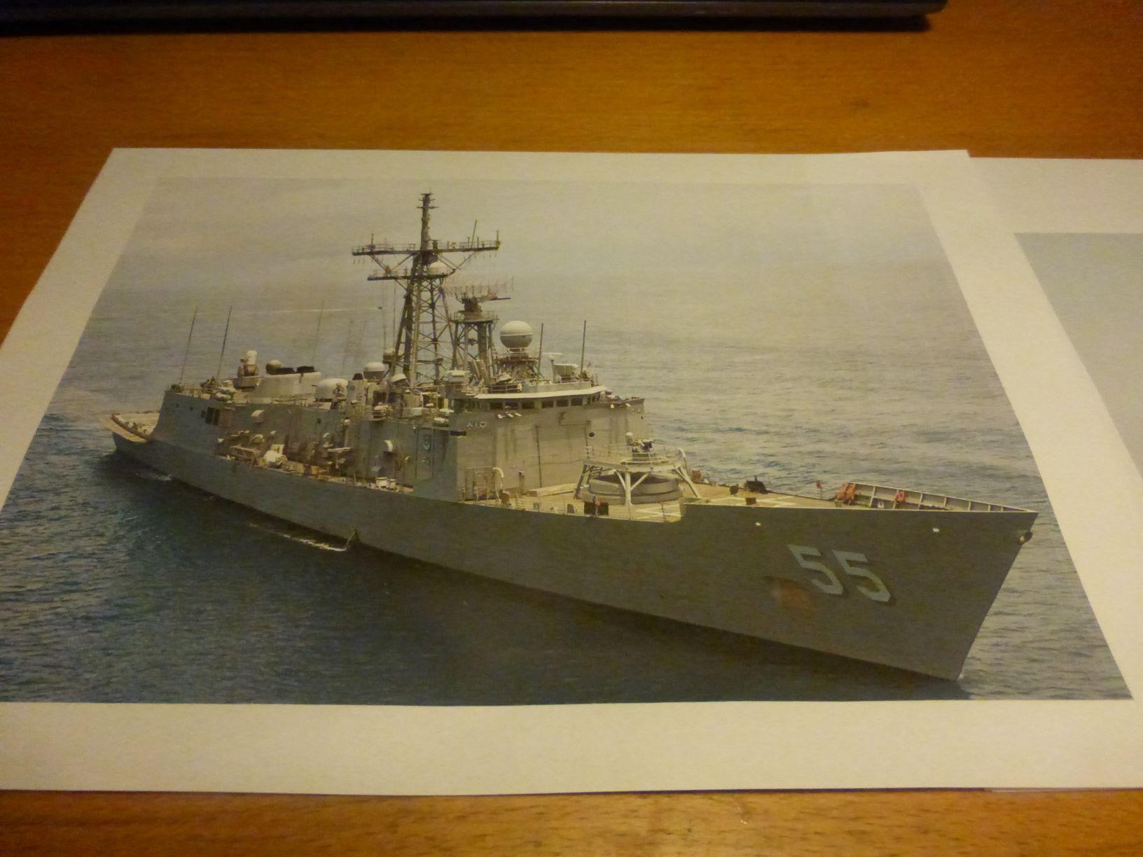 Frégate US Navy FFG... en bois et carton ech 1/100 P1030140