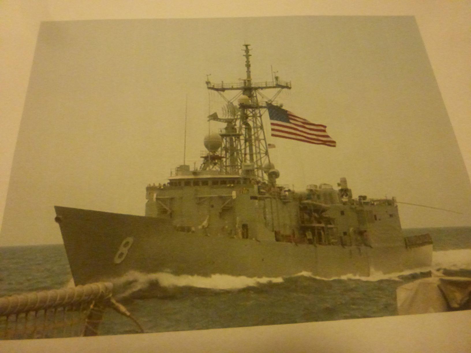 Frégate US Navy FFG... en bois et carton ech 1/100 P1030141
