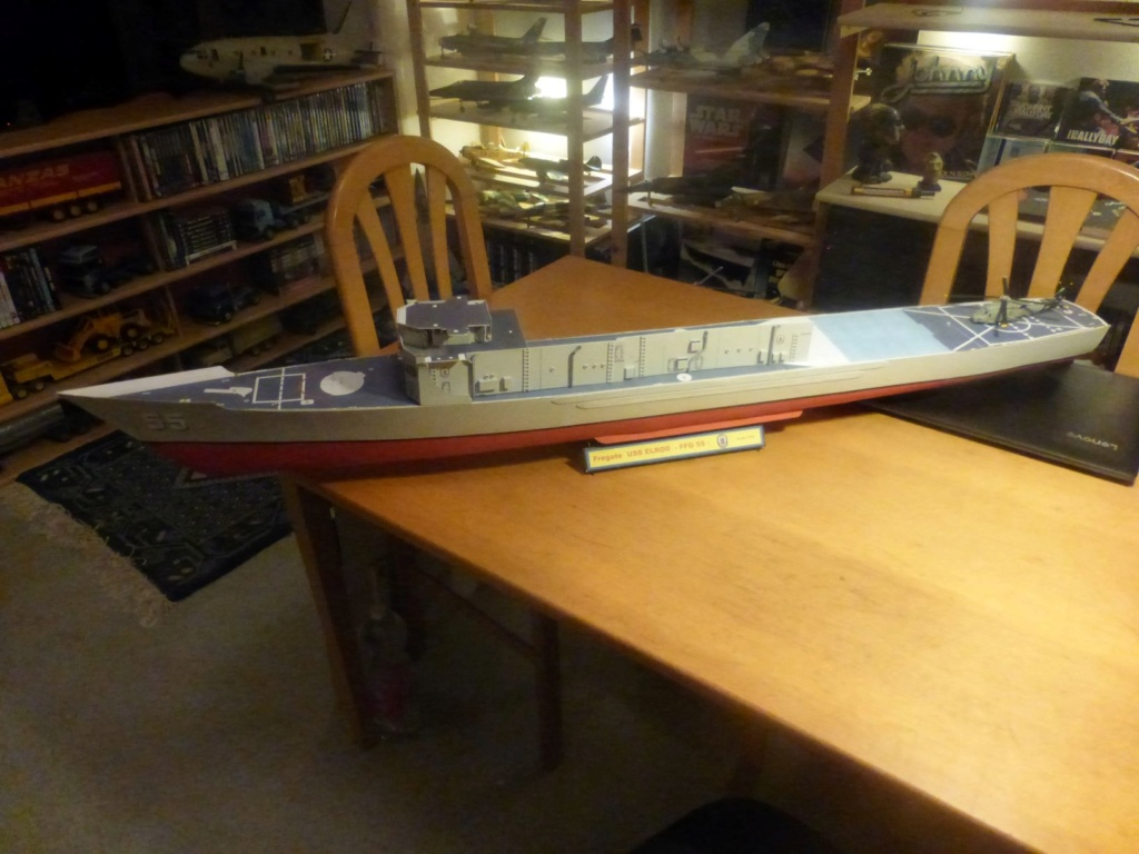 Frégate US Navy FFG... en bois et carton ech 1/100 P1030146