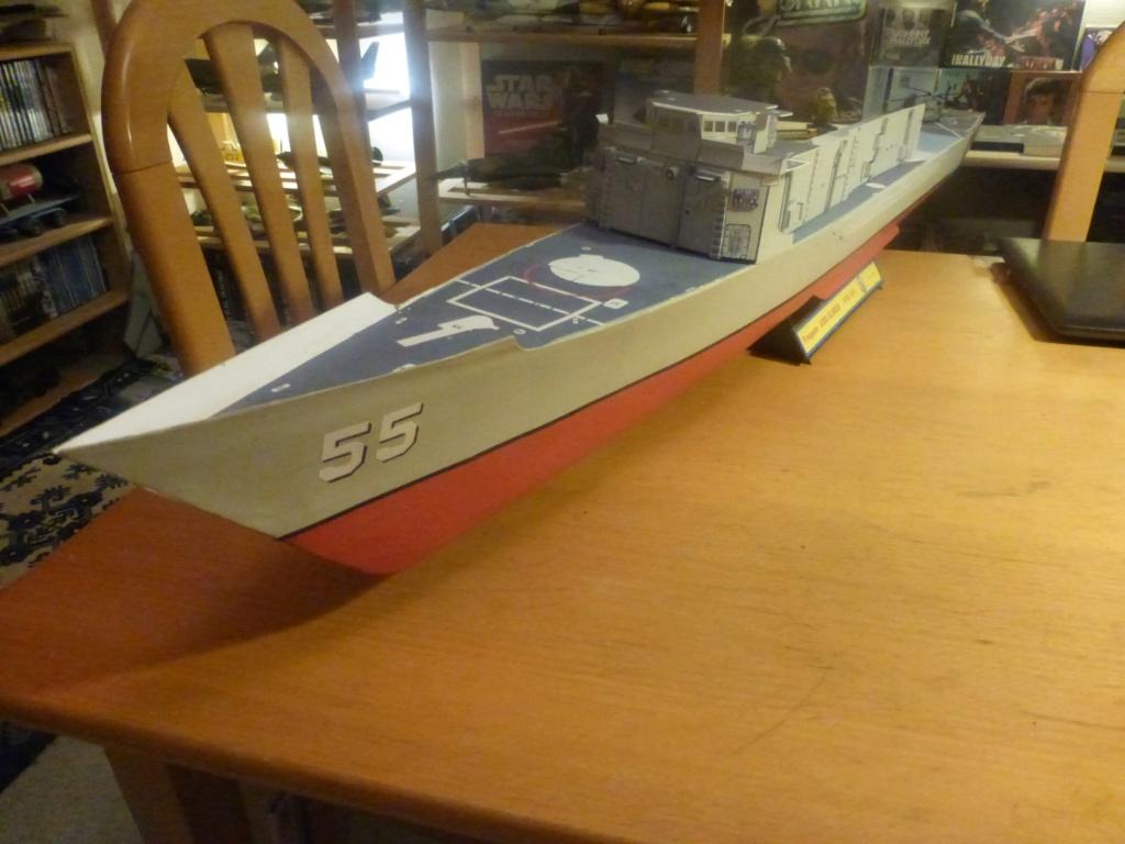 Frégate US Navy FFG... en bois et carton ech 1/100 P1030147