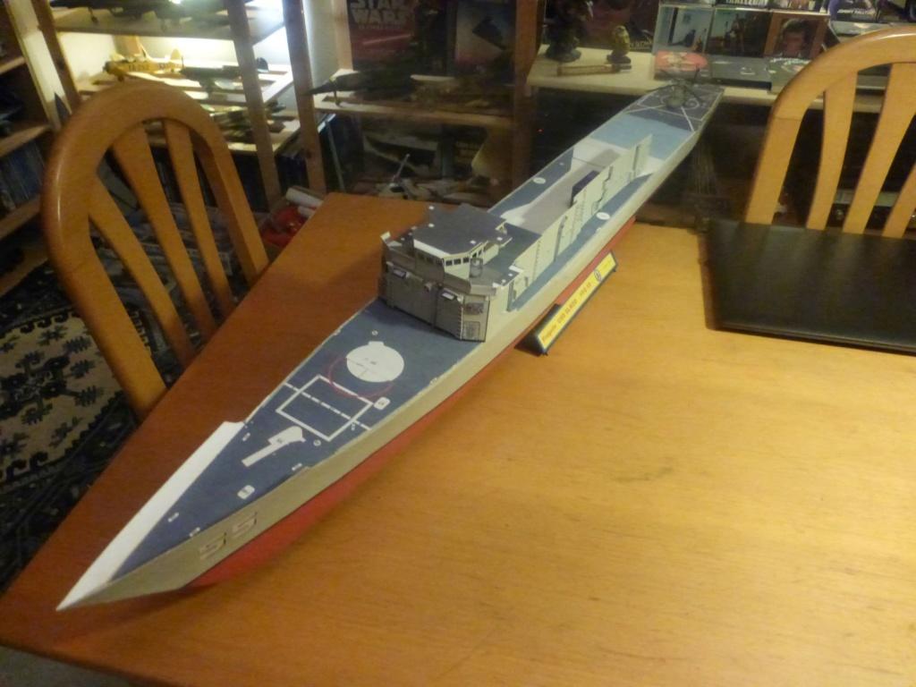 Frégate US Navy FFG... en bois et carton ech 1/100 P1030148
