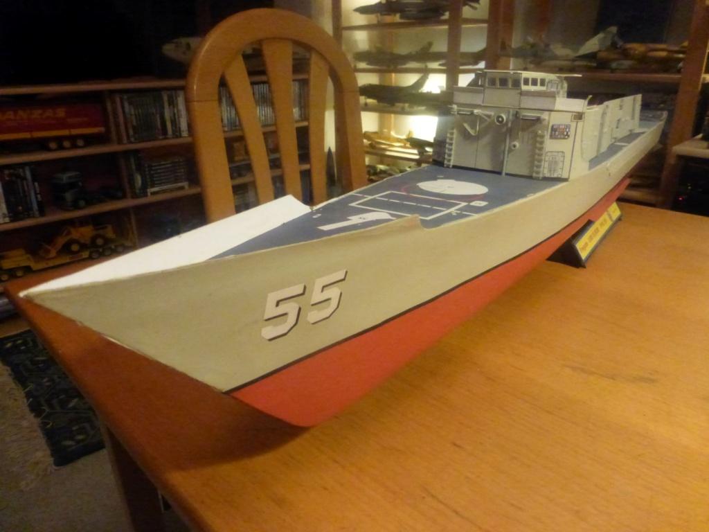 Frégate US Navy FFG... en bois et carton ech 1/100 P1030149