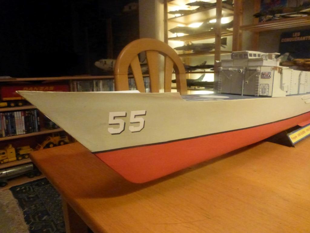 Frégate US Navy FFG... en bois et carton ech 1/100 P1030150