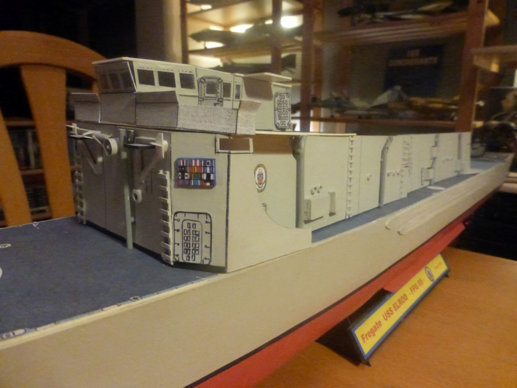 Frégate US Navy FFG... en bois et carton ech 1/100 P1030152