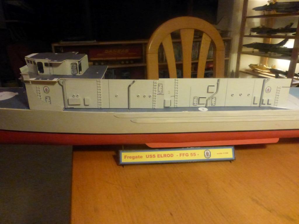 Frégate US Navy FFG... en bois et carton ech 1/100 P1030153