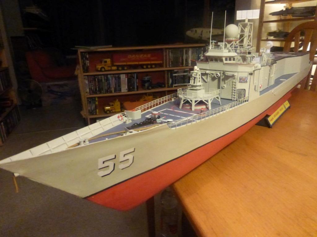 Frégate US Navy FFG... en bois et carton ech 1/100 P1030155