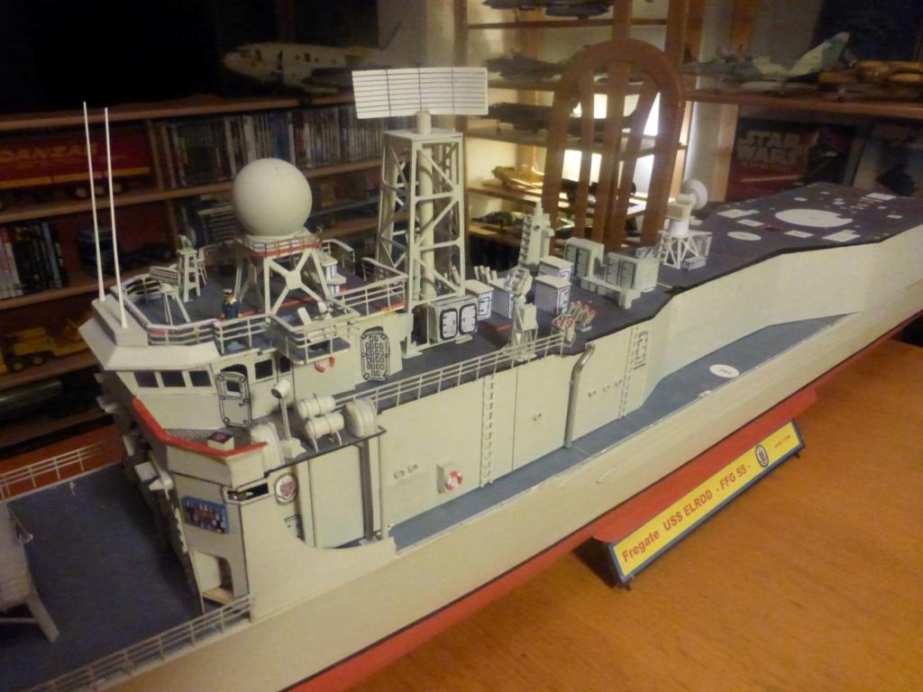 Frégate US Navy FFG... en bois et carton ech 1/100 P1030156