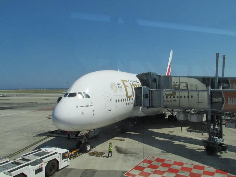 [Emirates] Airbus A380 Img_0420