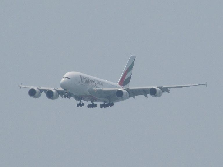 [Emirates] Airbus A380 Img_9439