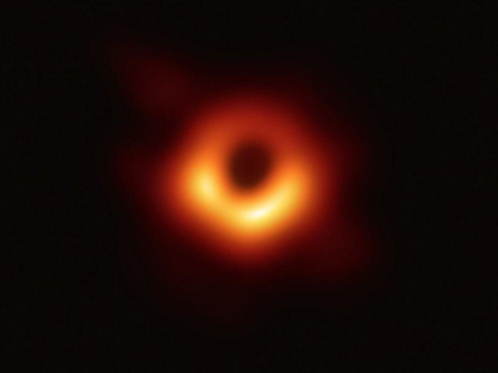 La Nasa filme un trou noir avalant une étoile. Trou_n11
