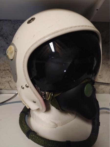 Casque gueneau pilote de chasse avec son masque oxygène Img_2025