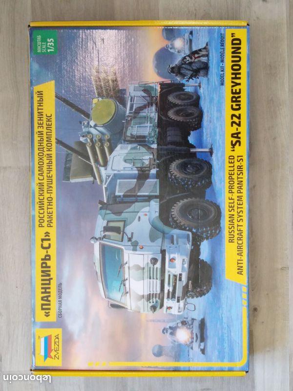 [HOBBY BOSS] Camion lourd OSHKOSH M 911 C HET et remorque M747 Réf 85519 117
