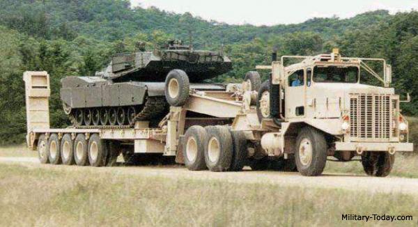 [HOBBY BOSS] Camion lourd OSHKOSH M 911 C HET et remorque M747 Réf 85519 2025