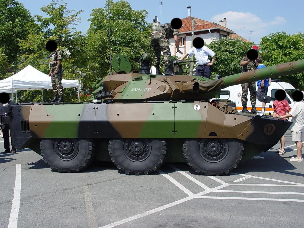 AMX10 RCR  , Tiger Model - 1/35 - Page 2 Amx10r10