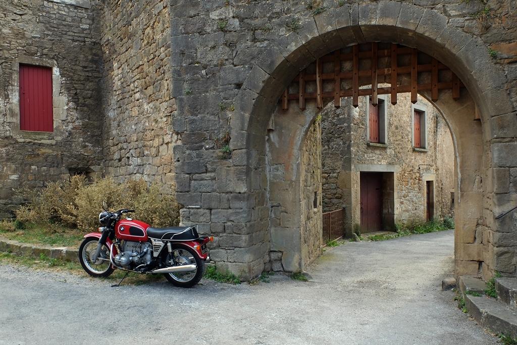 Photos de vous et de votre moto devant ....un château  - Page 17 Dscf0215