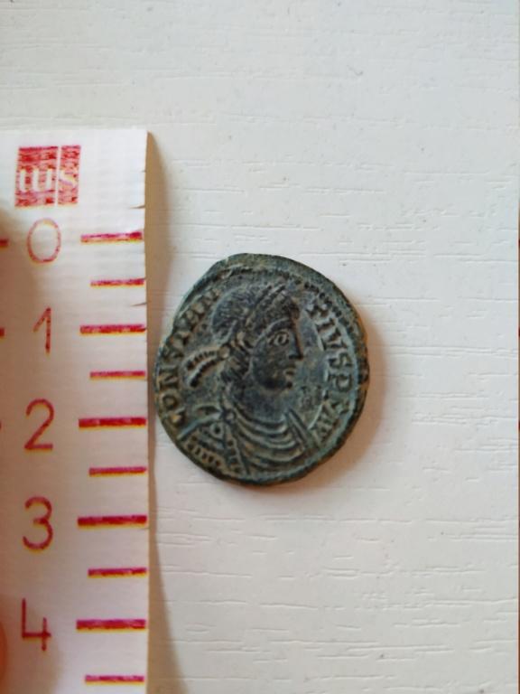 AE2 de Constancio II (acuñación no oficial). FEL TEMP REPARATIO. Emperador en galera a izq. Aquileia. Img_2011
