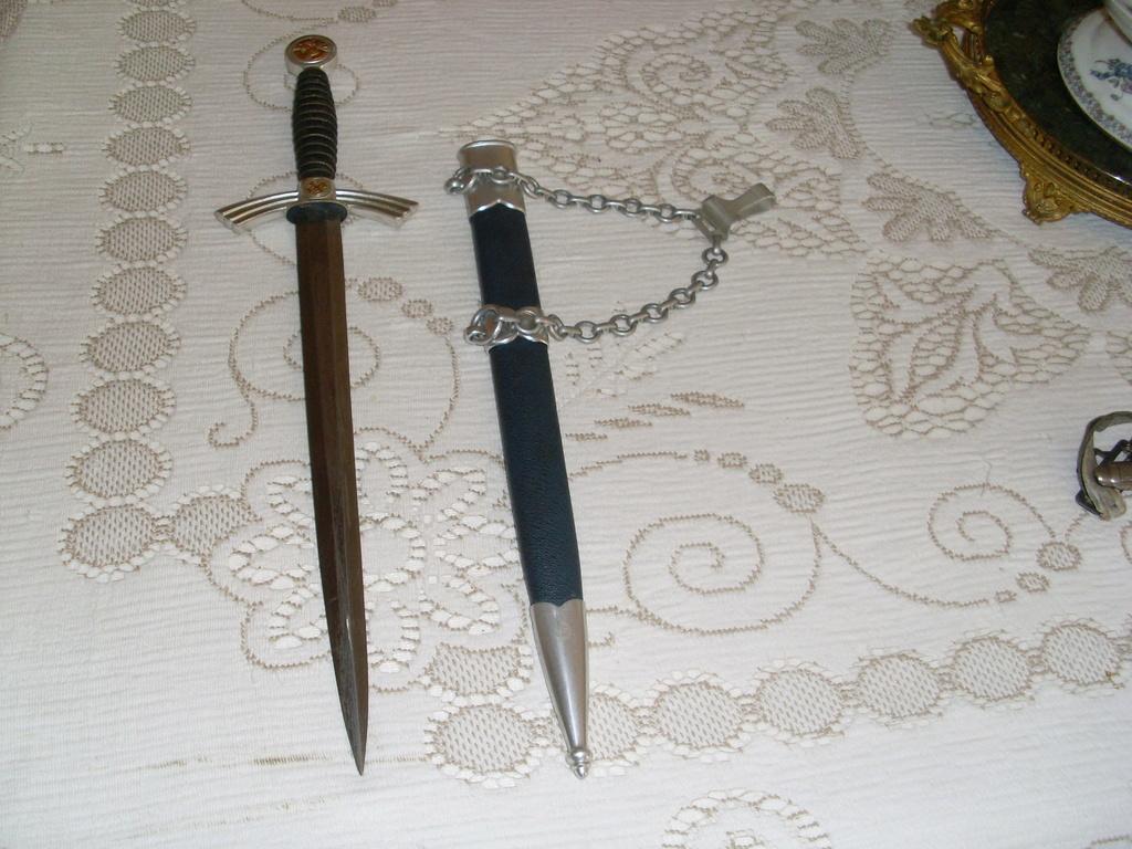 Dague drk officier + dague service de santé + lw premier modèle Sl372710