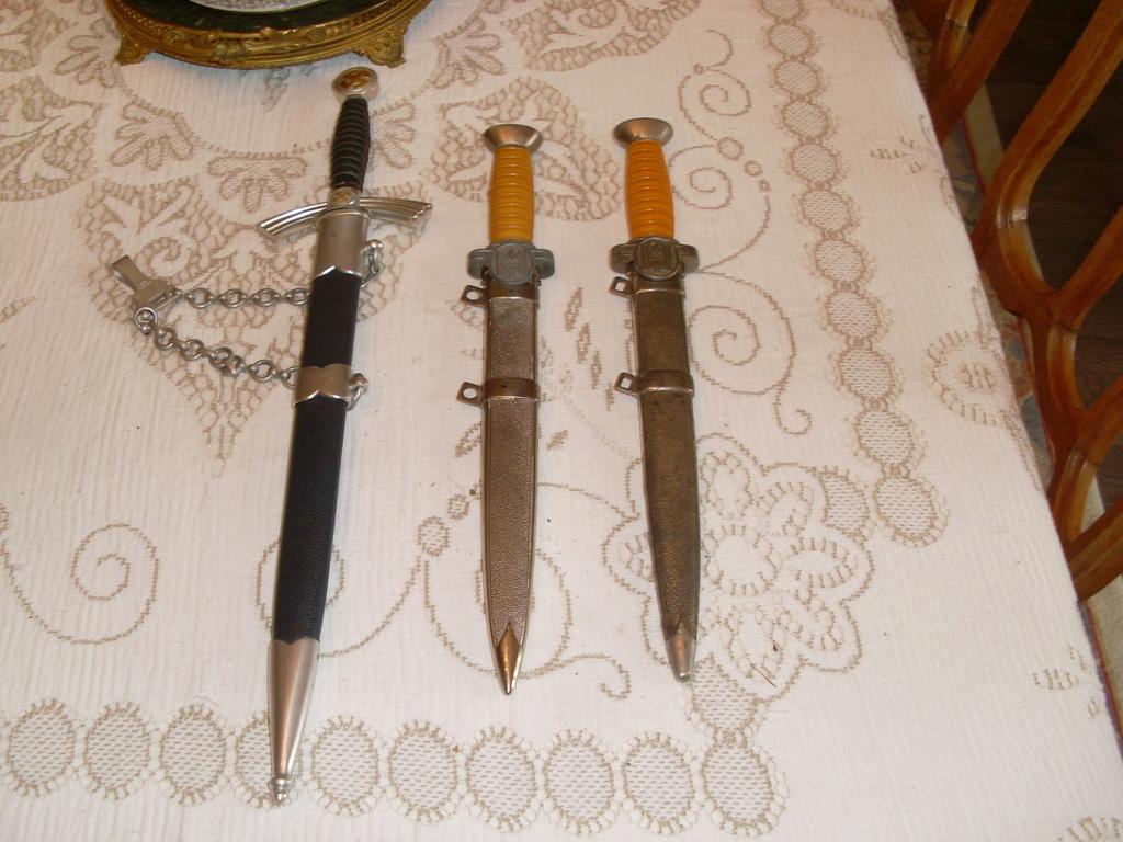 Dague drk officier + dague service de santé + lw premier modèle Sl373010