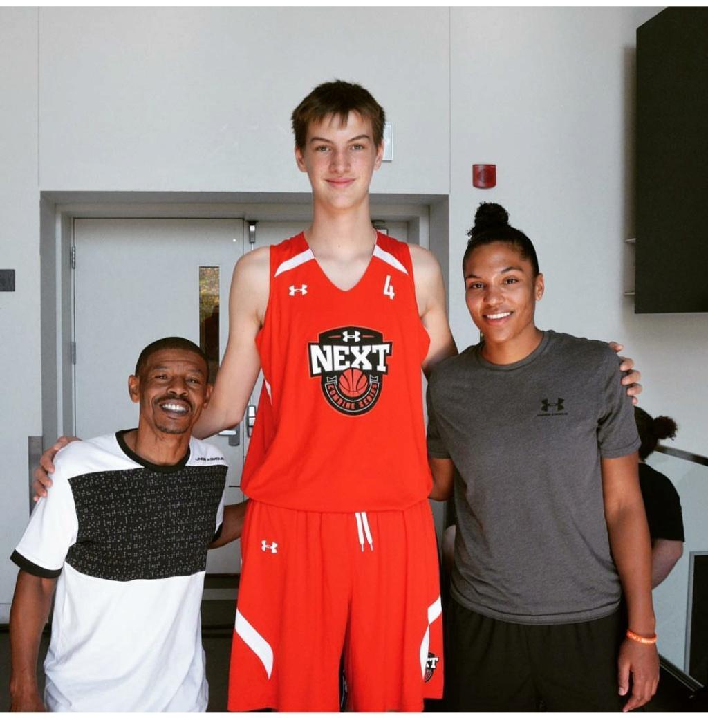 Olivier Rioux, un niño Canadiense mide 2'18m ¿ Estamos ante el futuro hombre más alto del mundo?  Img_2119