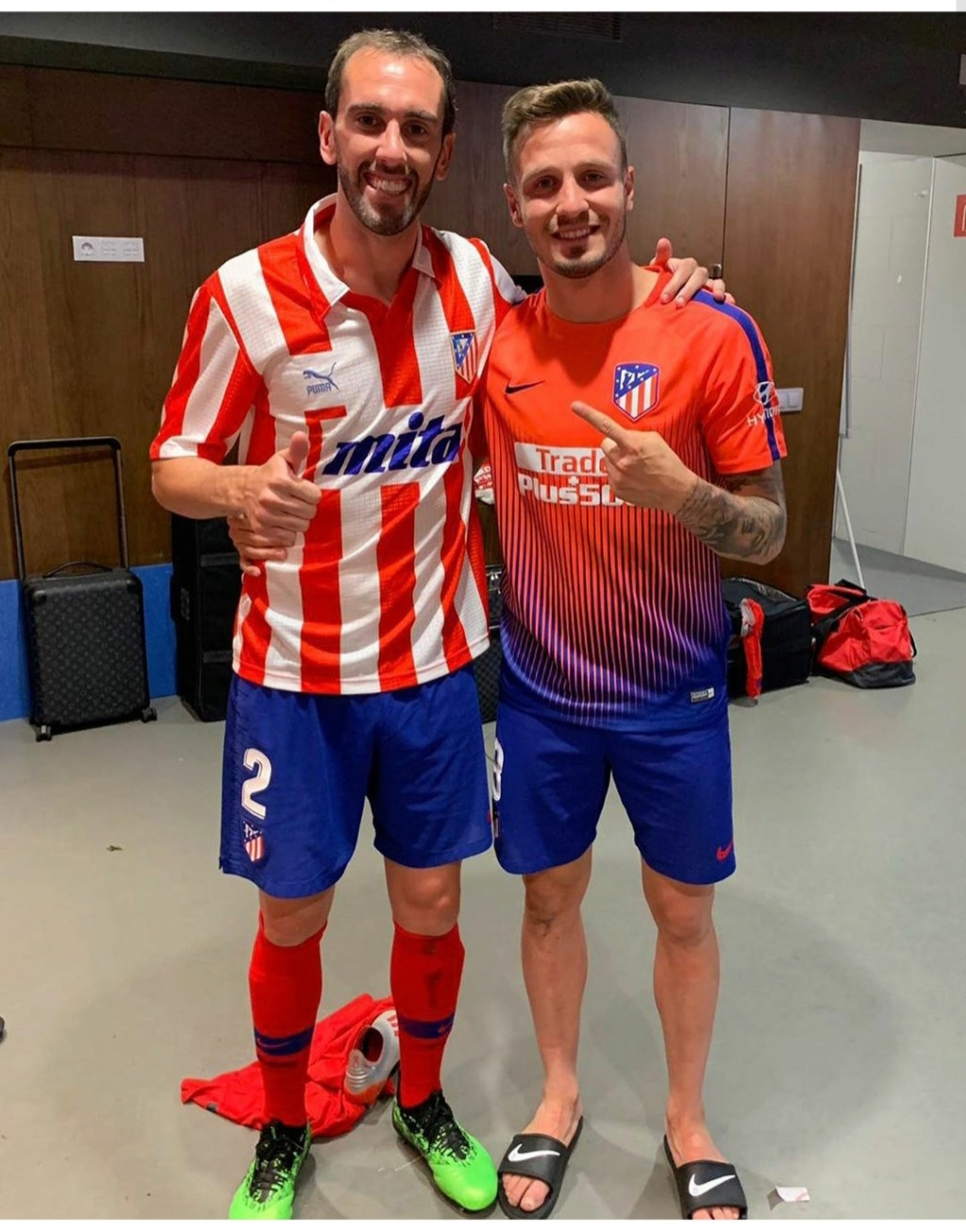 ¿Cuánto mide Diego Godín? - Real height Img_2216