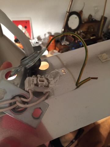 Besoin d'aide pour réparer ma vieille lampe d'établi Img_0622