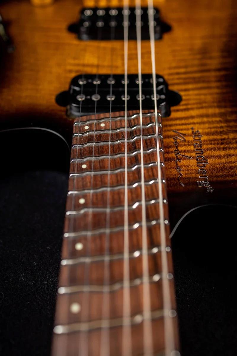 Zeraram a brincadeira - Strandberg fanned true temperament headless guitar Strand11