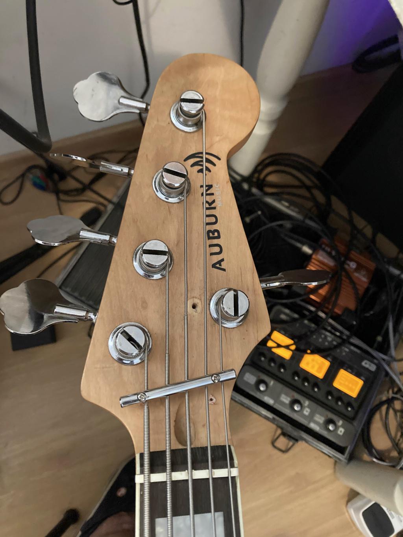 Como saber se um baixo necessita de string retainer? String10