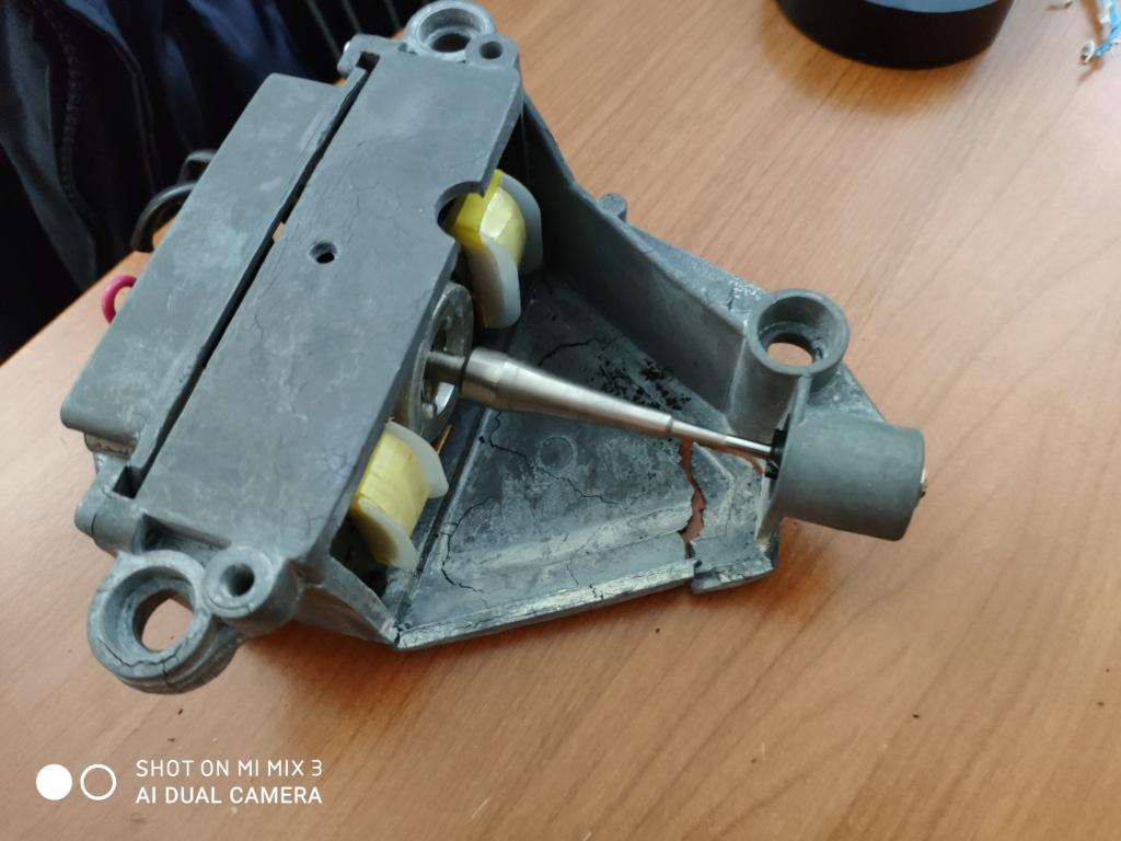 Motore lenco l75 che si sta sgretolando Img_2011