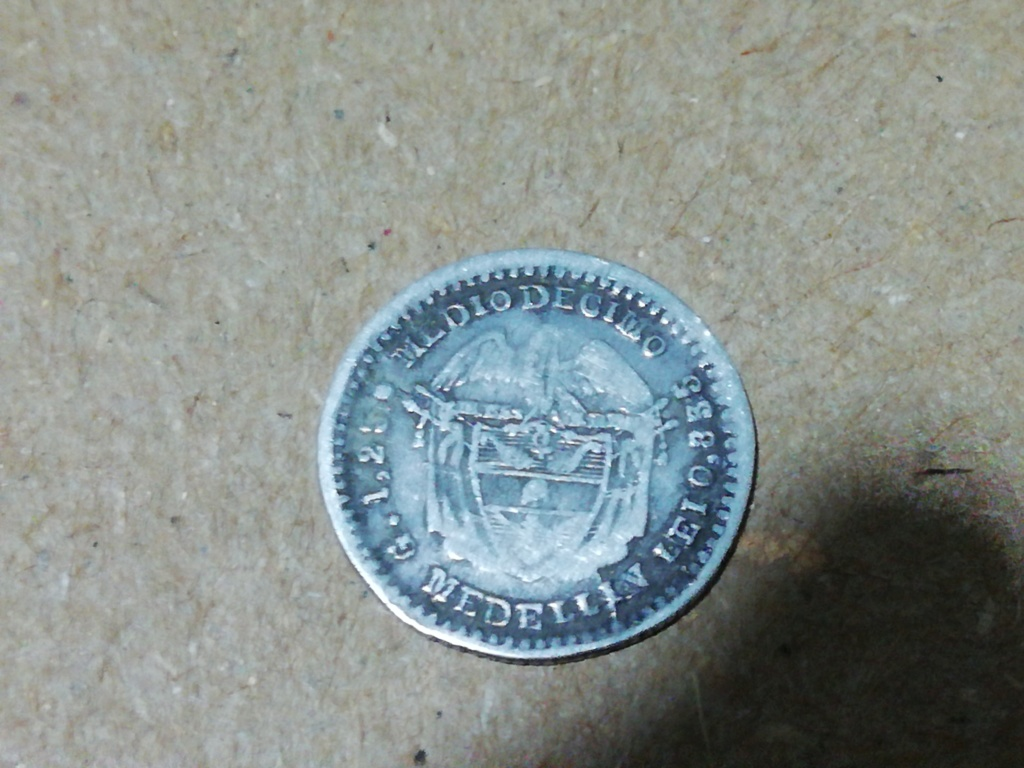 Quien me podría ayudar a identificar esta moneda Colombiana y su precio  Img_2011