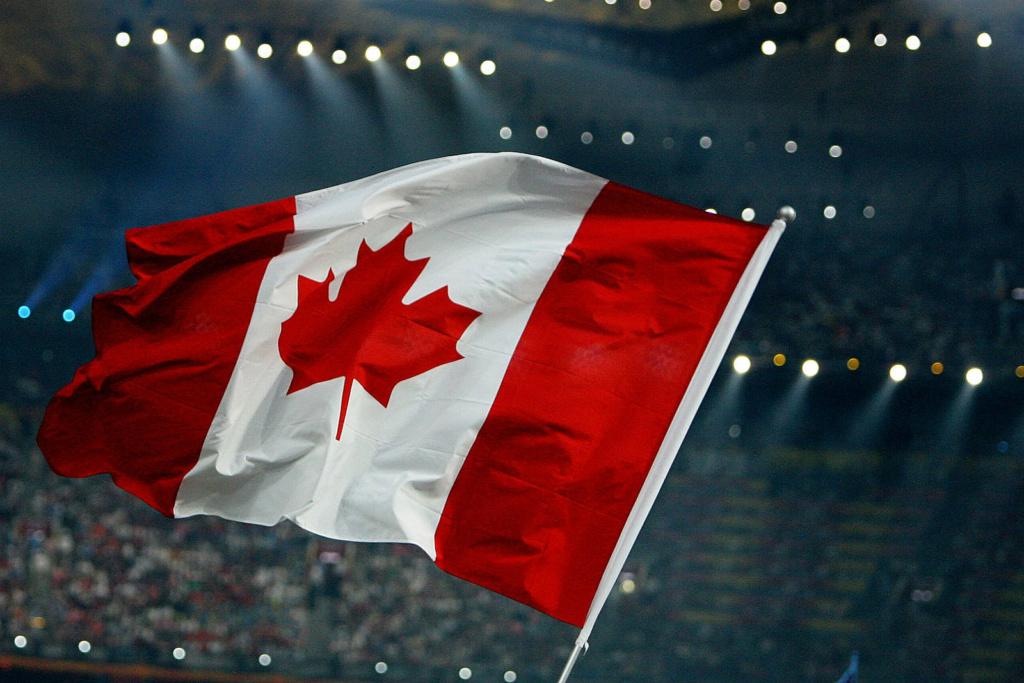 канадский флаг фото выкопали камень