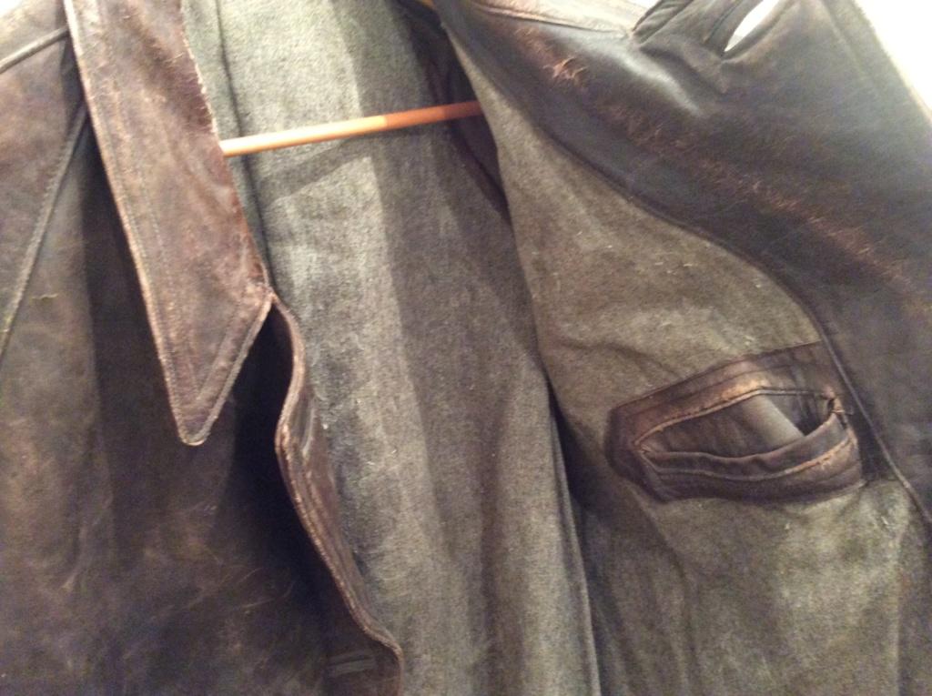 L'histoire de deux vestes en cuir 131ea710
