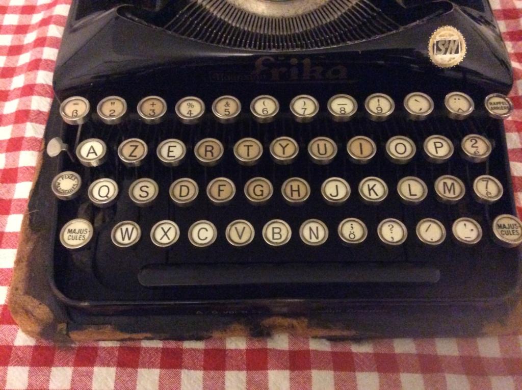 Machine à écrire entre-deux guerres ?  4931a210