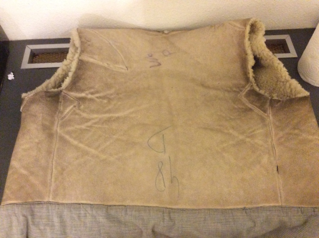 L'histoire de deux vestes en cuir 63b73210