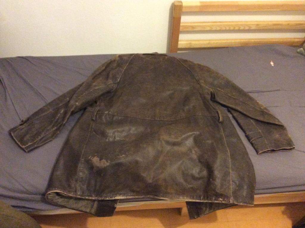 L'histoire de deux vestes en cuir 67766810