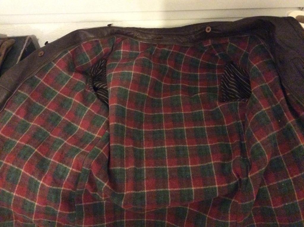 L'histoire de deux vestes en cuir 9562c610