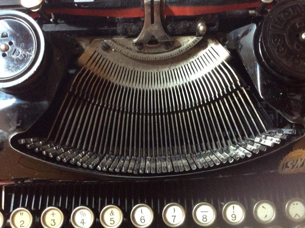 Machine à écrire entre-deux guerres ?  A463b610