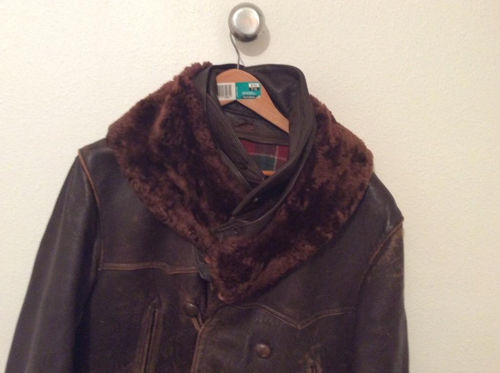 L'histoire de deux vestes en cuir A8db1610