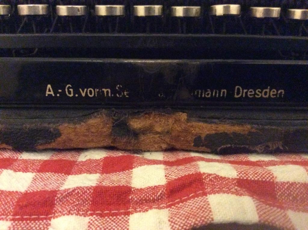 Machine à écrire entre-deux guerres ?  D1ce3f10