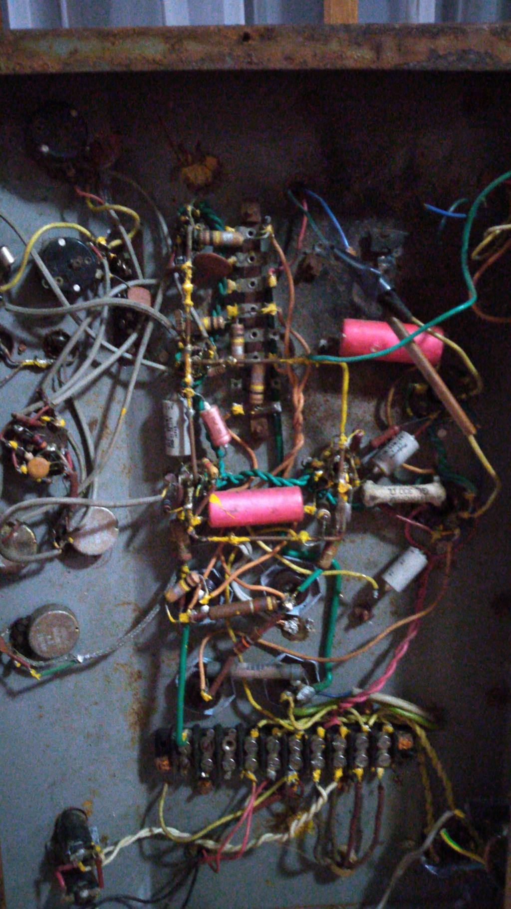 Ayuda con un amplificador desconocido Img-2011