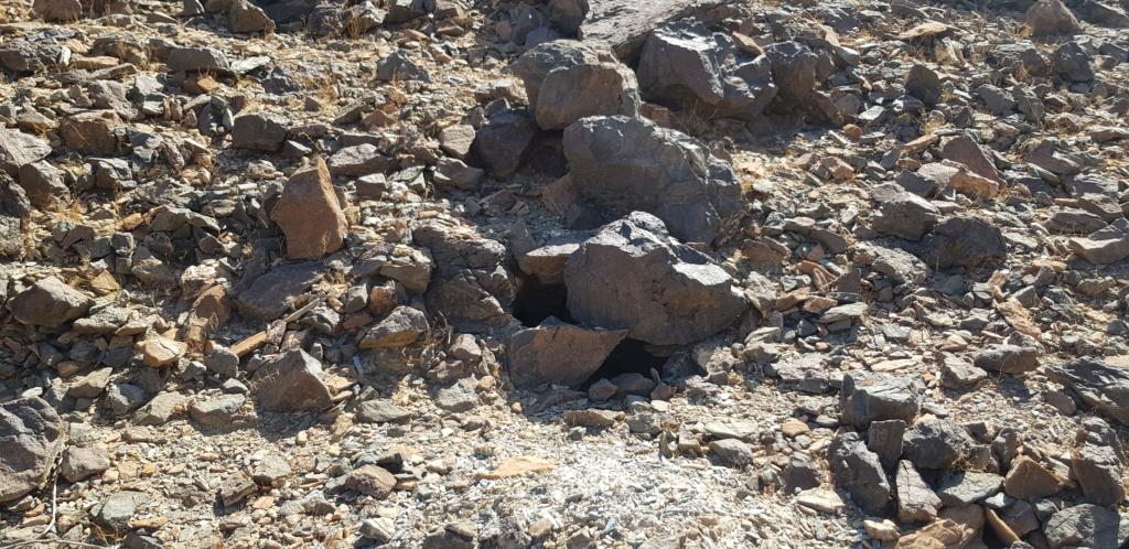 جرن شكل مربع على صخره مع سيال وجرون Eeeeeo19