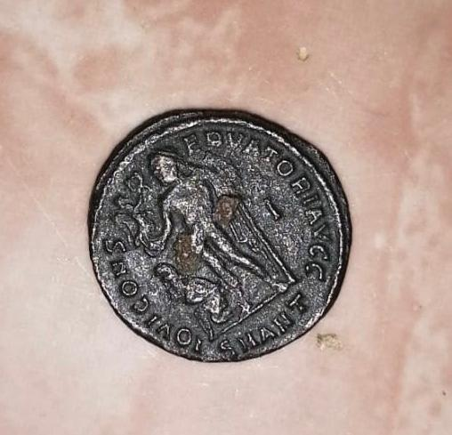 Nummus de Licinio I. IOVI CONS-ERVATORI AVGG. Júpiter estante a izq. con cautivo. Antioch.. Whatsa20