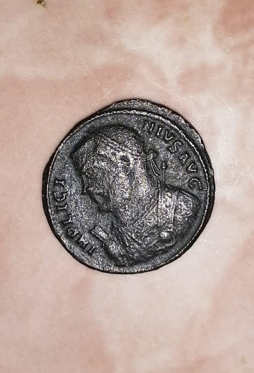 Nummus de Licinio I. IOVI CONS-ERVATORI AVGG. Júpiter estante a izq. con cautivo. Antioch.. Whatsa21