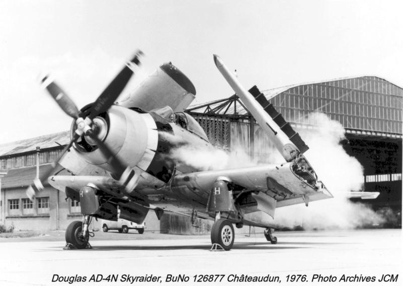 AD-4 Skyraider n°123895 /SFERMA 110 de l'EC 3/20  (Tamiya 1/48) Dougla15