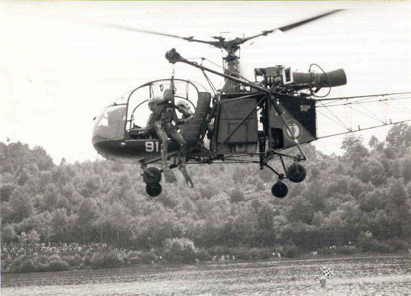 [Aéronavale divers] Hélicoptére ALOUETTE 2 Alouet13