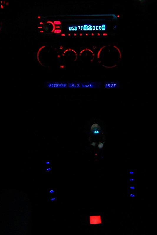 [BMW 328 i E36] Eclairage du TDB : passer d'orange à bleu 100_1210